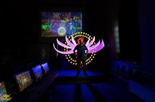 Dani Pou posa para nuestro retrato lightpainting en directo para la television.