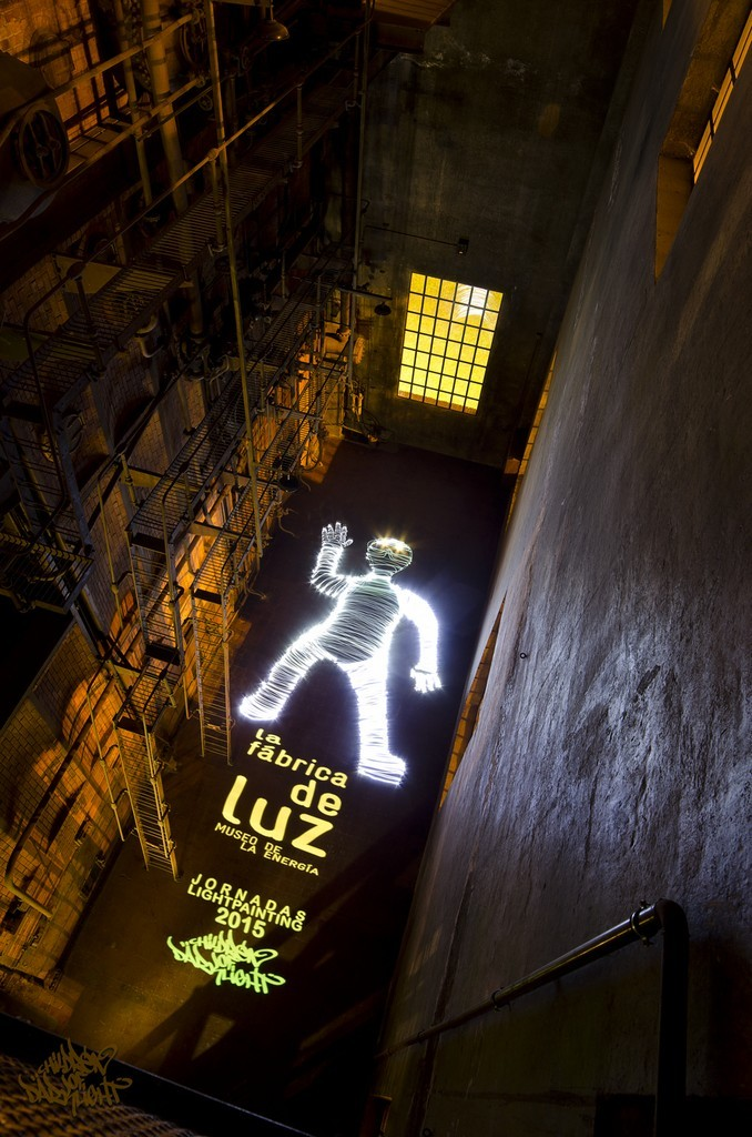 10ft. Giant Lightman. Jornadas Lightpainting 2015 (directed by Children of Darklight)