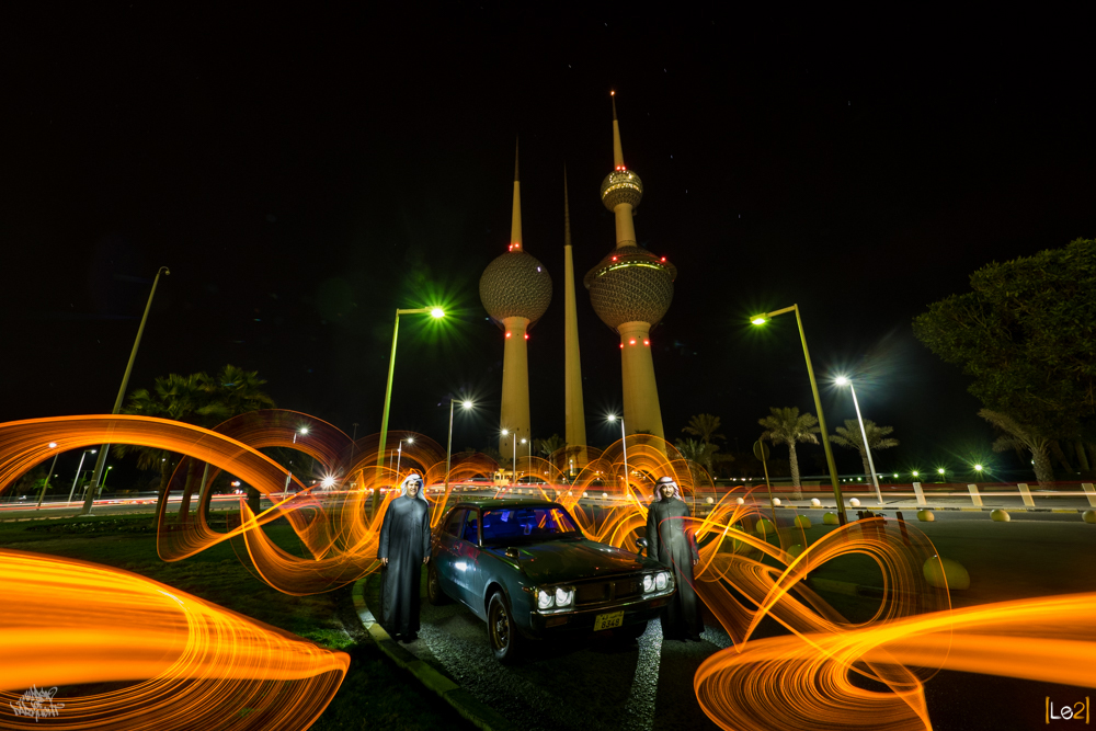 Kuwaitee citizens in front of Kuwait towers by DKL & Le2