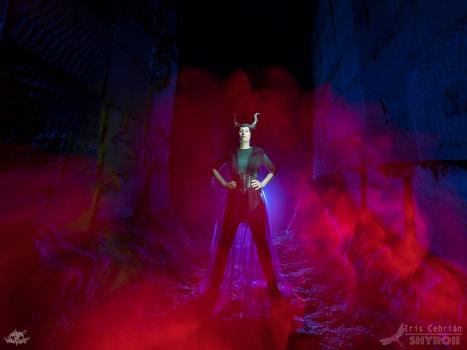 Bélgica. Foto: Frodo DKL, lightpainters: Frodo DKL & Iris Shyroii, model: Kim Von Coels