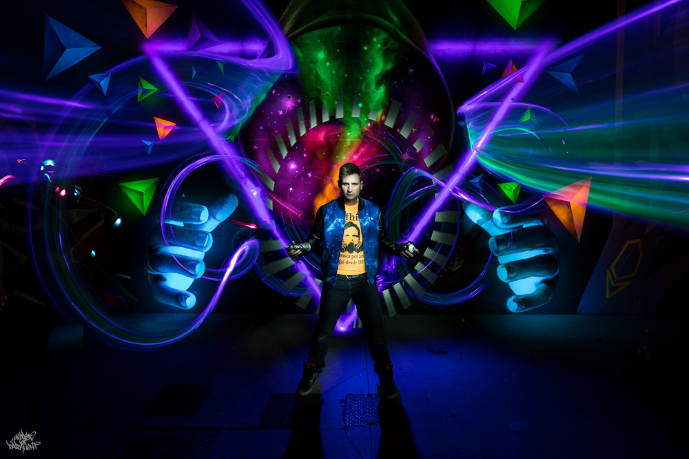Graffiti artist: Sfhir; Lightpainters: Frodo DKL, model: Sfhir