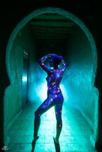 LIGHTPAINTERSUNITED #3 MERZOUGA MEETING 2018. Photo: Frodo DKL (Children of Darklight). Model: Patry Diez. Bodypaint Artist: Sita Vilaça