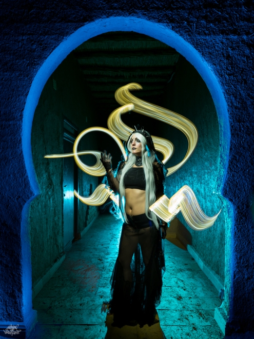 LIGHTPAINTERSUNITED #3 MERZOUGA MEETING 2018. Photo: Frodo DKL (Children of Darklight). Model: Patry Diez. Lightpainters: Cisco Lightpainting & Frodo DKL