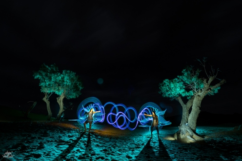 LIGHTPAINTERSUNITED #3 MERZOUGA MEETING 2018. Photo: Frodo DKL (Children of Darklight). Model: Djahida Malou, Malika Malou. Lightpainters: Frodo DKL & Patry DKL