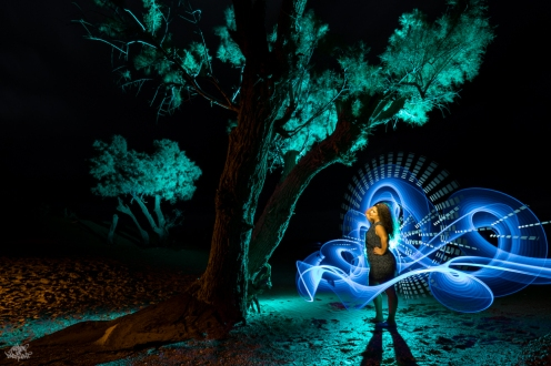LIGHTPAINTERSUNITED #3 MERZOUGA MEETING 2018. Photo: Frodo DKL (Children of Darklight). Model: Djahida Malou. Lightpainters: Frodo DKL & Patry DKL