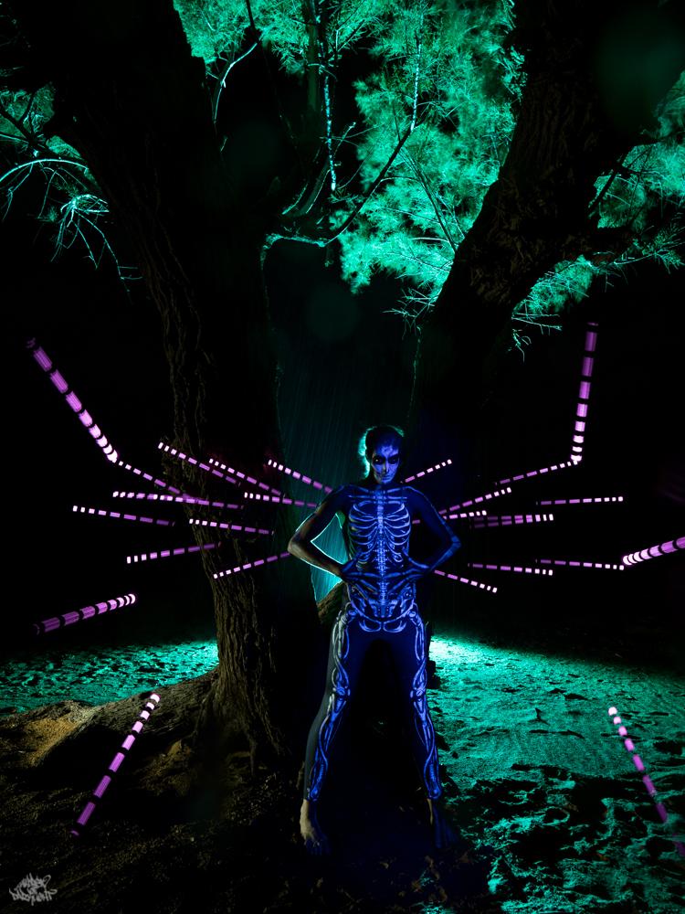 LIGHTPAINTERSUNITED #3 MERZOUGA MEETING 2018. Photo: Frodo DKL (Children of Darklight). Model: Kim Von Coels. MUA: Sita Vilaça. Lightpainters: Frodo DKL & Patry DKL